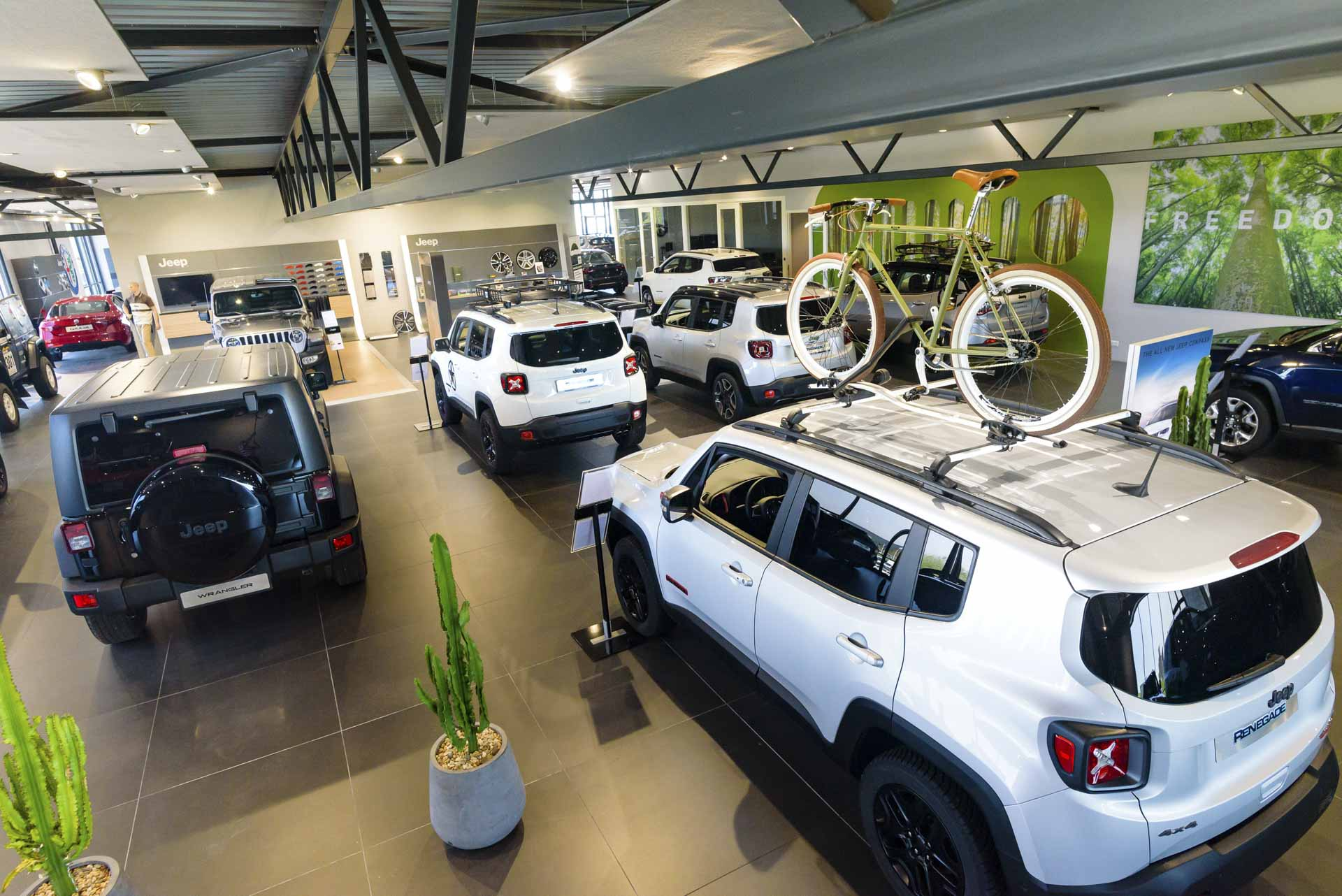 kien-jeep-showroom-velp