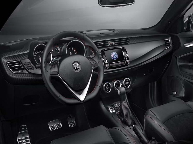Alfa Romeo Giulietta Bestuurder staat centraal